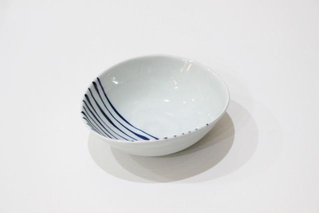 染付<br /> 変形小鉢(つれづれ十草)