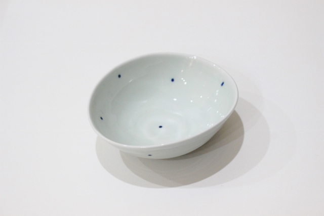 染付シリーズ 変形小鉢 水玉
