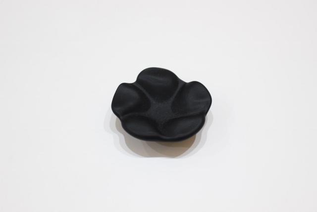 花 箸置き(黒マット)
