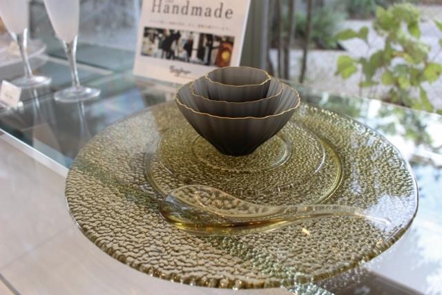 キサラ<br /> 30cm丸皿(タン)